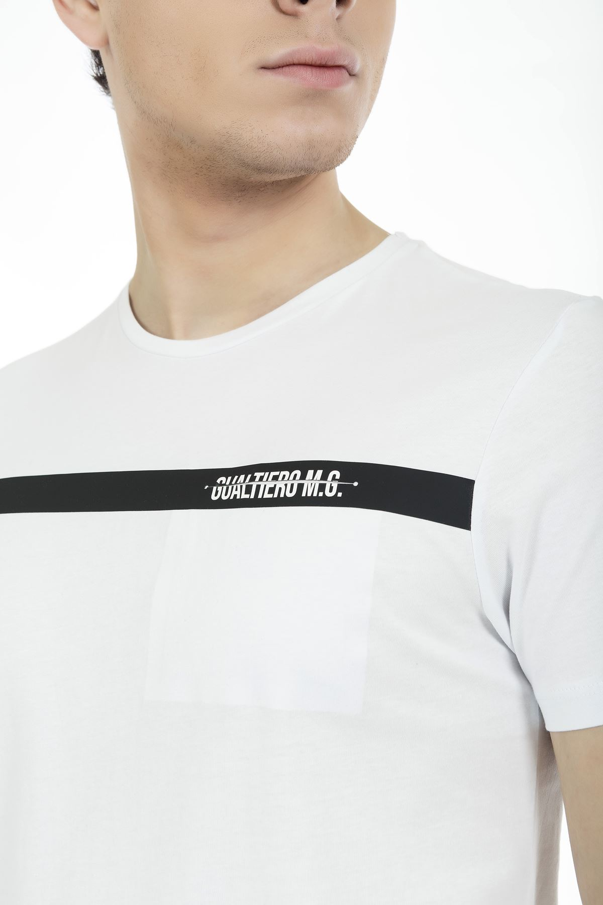Beyaz-Siyah Bisiklet Yaka Kısa Kol Göğüs Cepli Baskılı Tshirt