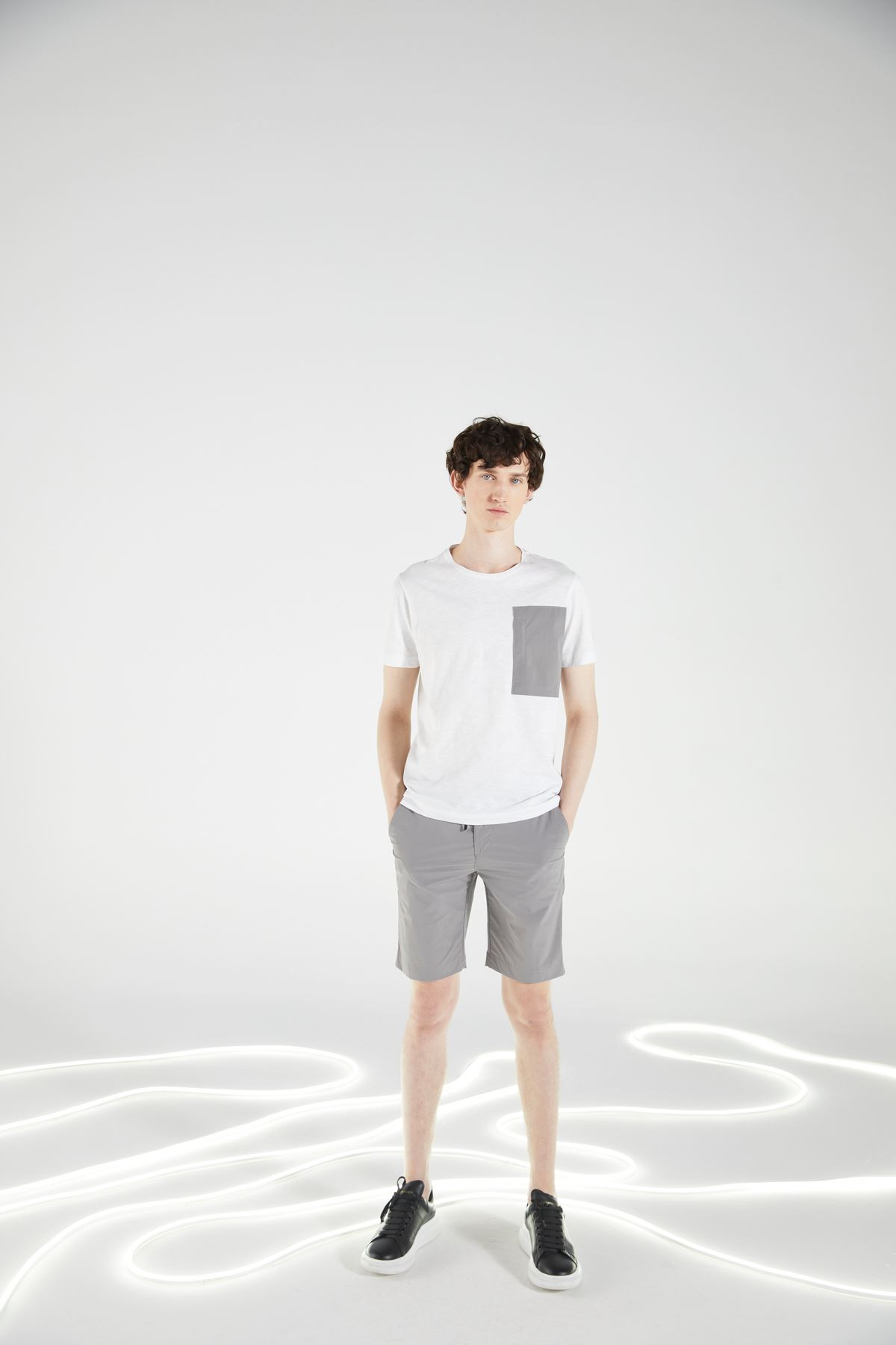 Beyaz Bisiklet Yaka Kısa Kol Tshirt
